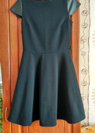 Плаття з кожаними рукавами