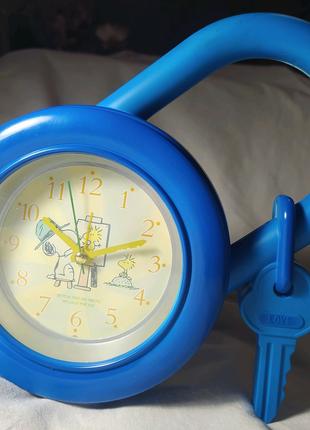 Настольно - настенные часы в виде замка с ключём с будильником!
