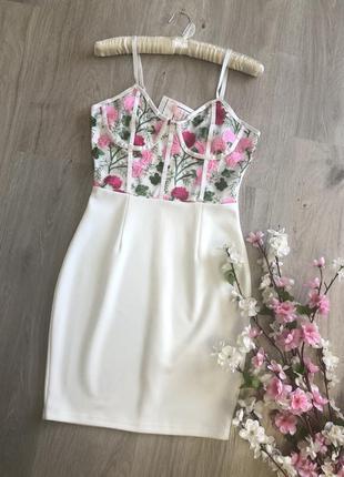 Шикарное вечернее белое мини платье вышивкой,