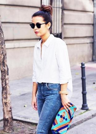 Белая рубашка в тонкую серую полоску