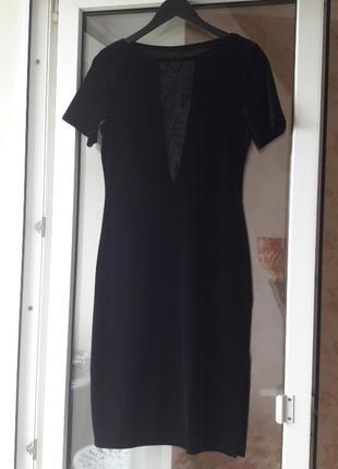 Сексуальное бархатное  платье с красивым декольте