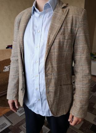 Бежевый коричневый стильный пиджак в клетку