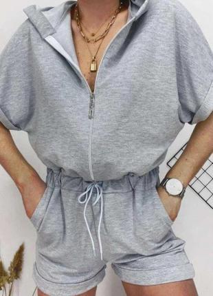 Женский летний комбинезон с шортами и капюшоном
