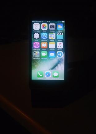 Мобильный телефон iPhone 5с 16 Гб