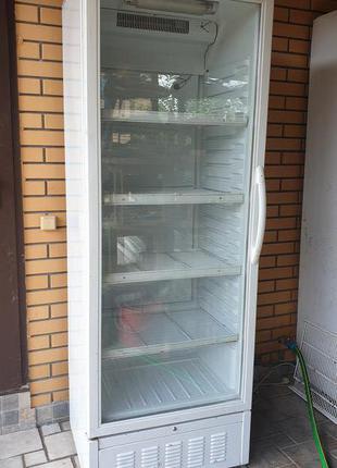 Холодильная витрина (шкаф)
