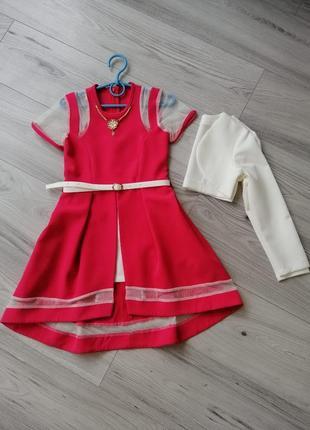 В наличии нарядное платье со шлейфом 122-134см