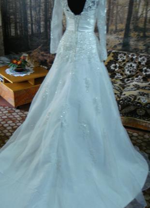 Продаю свадебное платье с рукавчиком и шлейфом.