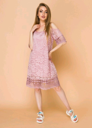 Пудровое кружевное платье из гипюра гипюровое платье пудра