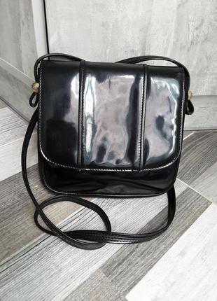 Лакированная кожаная сумочка. италия