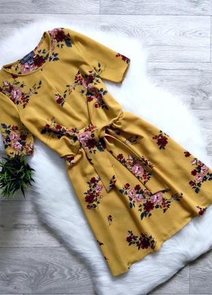 Платье с поясом в цветочный принт