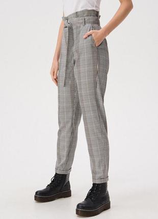 Клетчатые брюки с завышенной талией sinsay