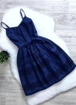 Платье с перфорацией и с пышной юбкой