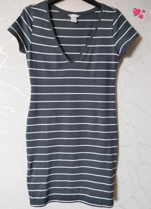 Трикотажное платье в полоску приталенное