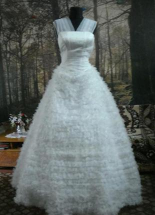 Платье свадебное  с пушистой юбкой