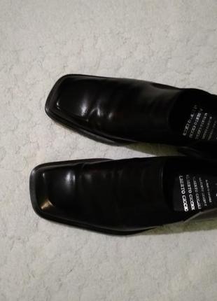 Нові шкіряні туфлі