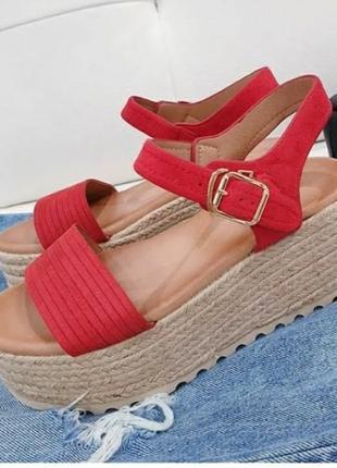 Замшевые босоножки сандалии на плетеной подошве на платформе