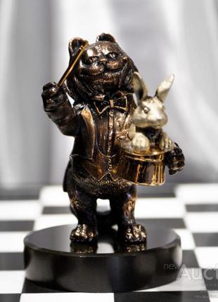 Скульптура «Лови удачу»