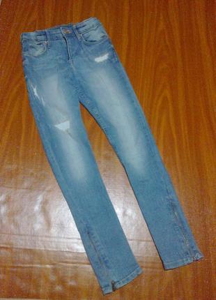 Джинсы на 9 лет , узкачи , зауженные , модные , потертые
