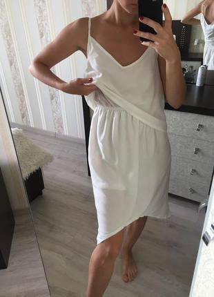 Летнее белое свободное платье