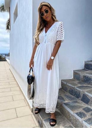 Длинное белое платье из прошвы