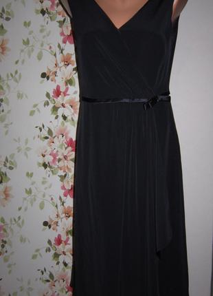 Элегантное нарядное платье глубокого синего цвета с атласной о...