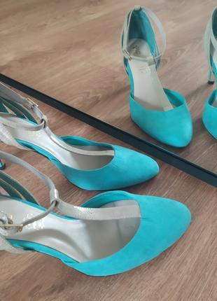 Чудесные бирюзовые туфли