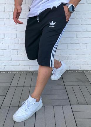 Спортивные шорты Adidas.