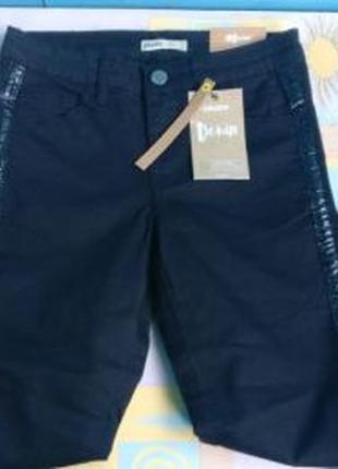 !продам новые женские чёрные джинсы cropp