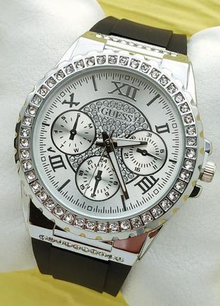 Женские наручные часы в камушках на каучуковом браслете, сереб...