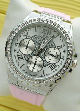 Женские наручные часы в камушках на розовом каучуковом браслет...