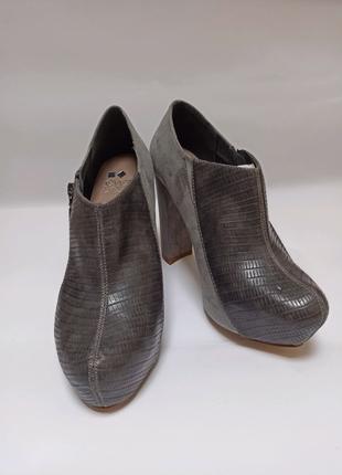 Брендове взуття Stock