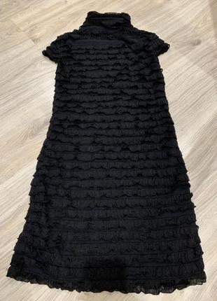 Платье черное в рюшки красивое нарядное