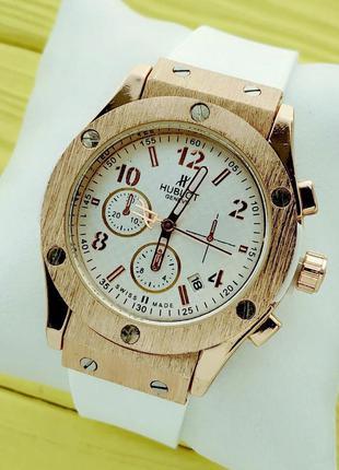 Женские наручные часы золото, белый каучуковый ремешок