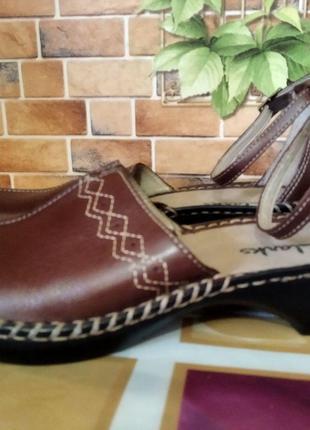 Женские кожаные босоножки Clarks (размер 37)