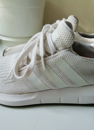 Белые кроссовки adidas swift(39р.)