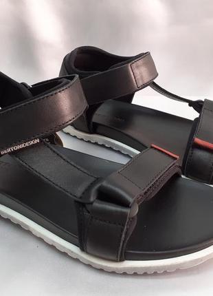 Кожаные стильные комфортные чёрные сандалии bertoni