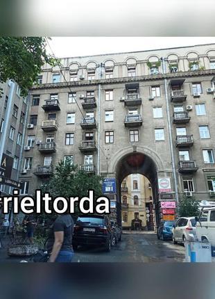 СДАМ ОФИС в центре Киева ул пирогова метро Университет