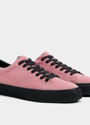 Мужские кожаные кеды испанского бренда bershka розового цвета