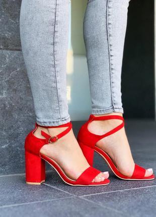 Шикарные красные босоножки на каблуке