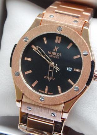 Мужские наручные часы золотистого цвета на стальном браслете
