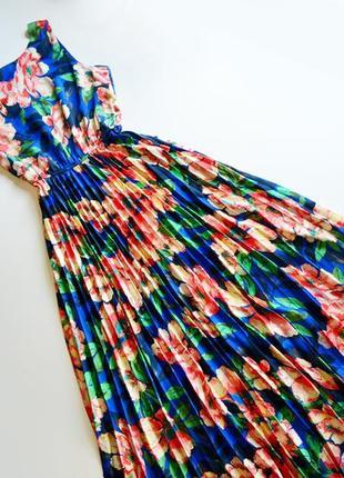 Роскошное плиссированное длинное платье в цветы