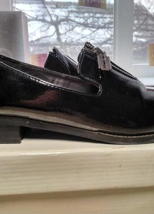 Стильные туфли - лоферы лаковая кожа,  размер 39