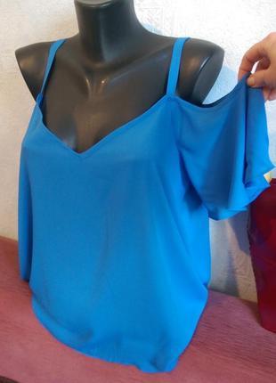 Скидка!!! стильная нежно-голубая блузочка с оголенными плечика...