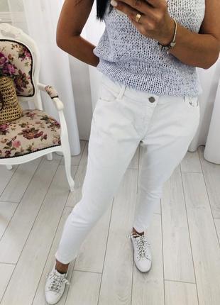 Белые джинсы скинни слимы