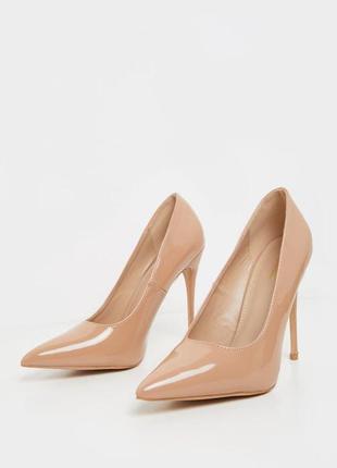 Идеальные бежевые лаковые туфли лодочки на шпильке