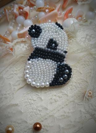 Брошь панда-милашка из бисера