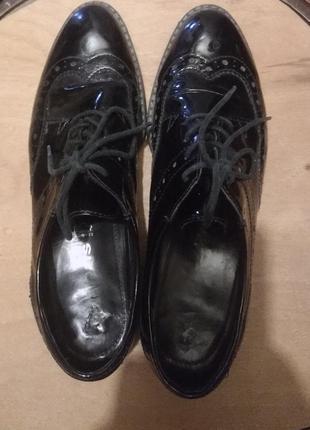 Туфли броги на шнурках школьный каблук лакированная натуральна...