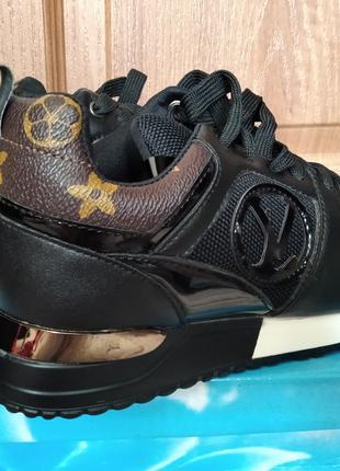 Новые стильные кроссовки размер 36