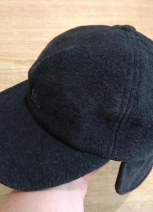 Теплая кепка  с ушками шапка бейсболка