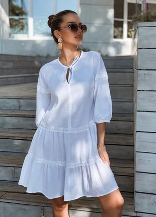 Платье женское белого цвета свободного кроя летнее